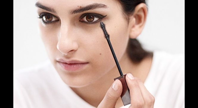 How To Do Cat Eye Make-up   Tutorial with Wendy Rowe   Burberry Beauty